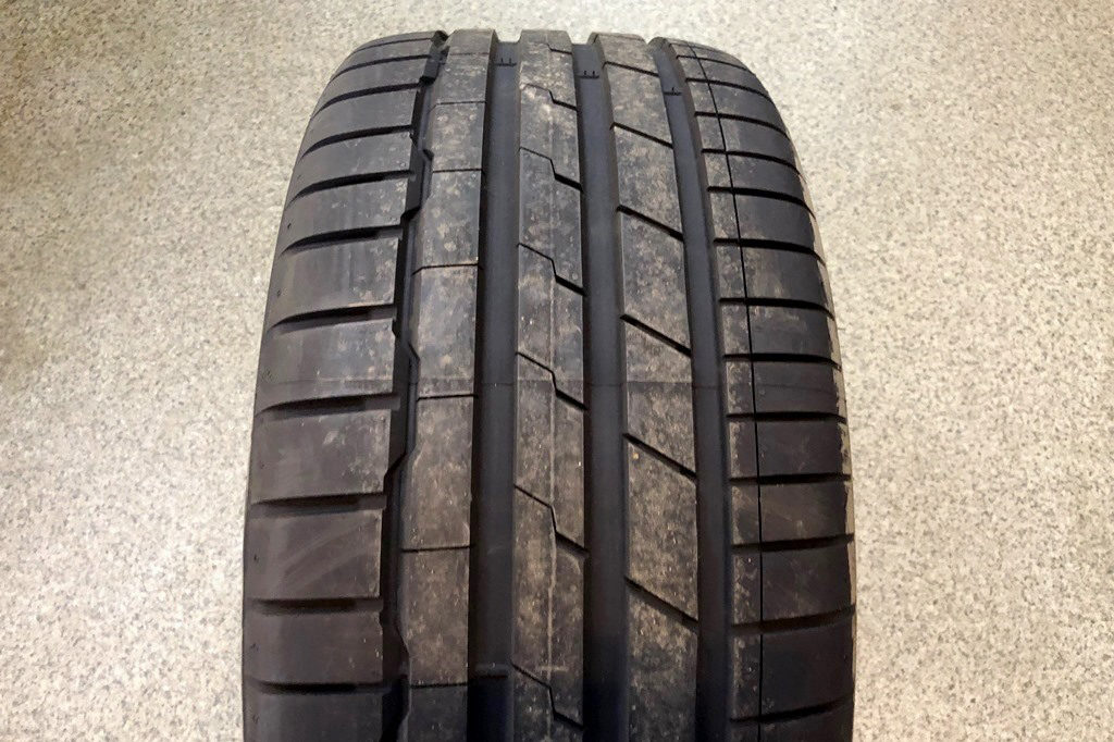 Hankook Ventus S1 Evo3 K127 photo