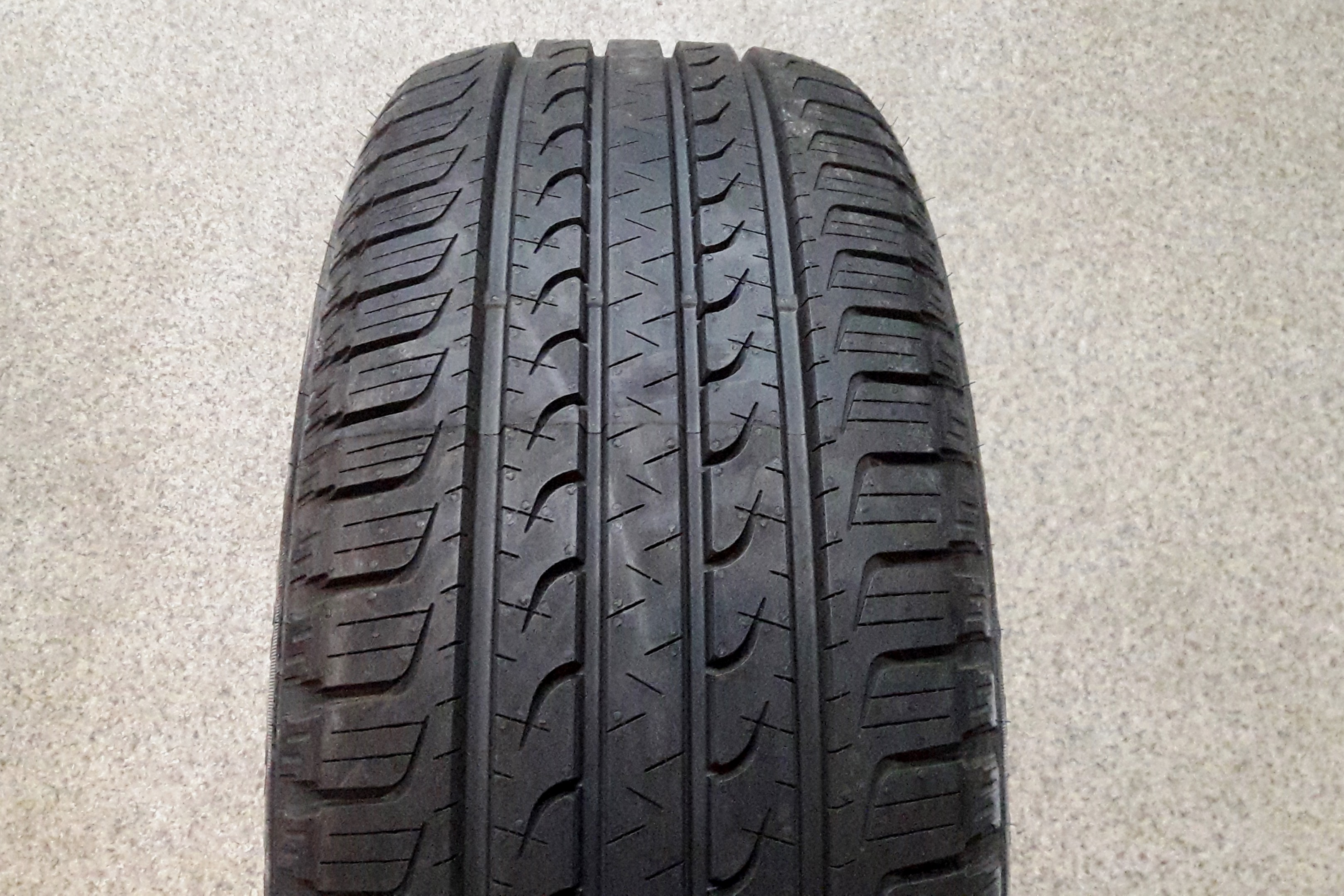 Goodyear EfficientGrip SUV photo, test, review